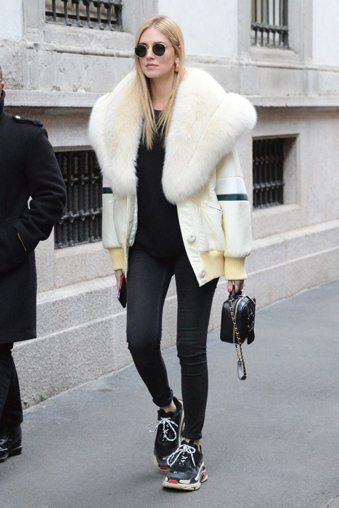 Chiara Ferragni con ugly shoes sneakers THE-ARE